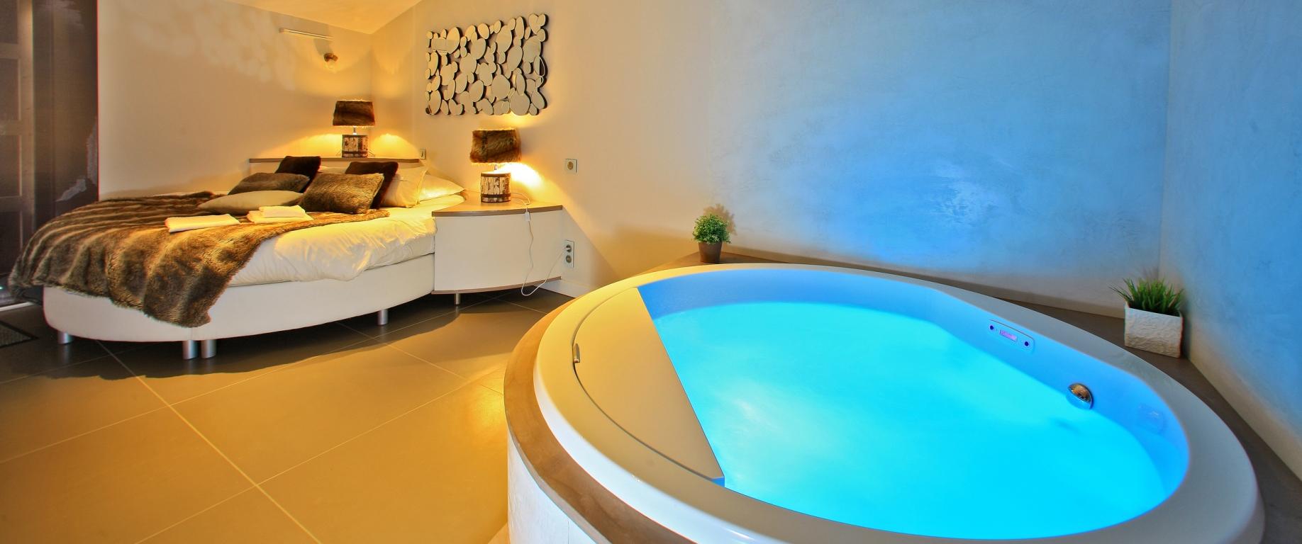 chambre d'hotel avec spa privé
